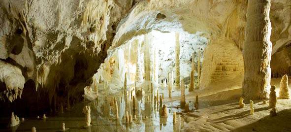 sala-candeline-grotte-di-frasassi