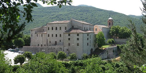 castello di Genga vicino le grotte di frasassi